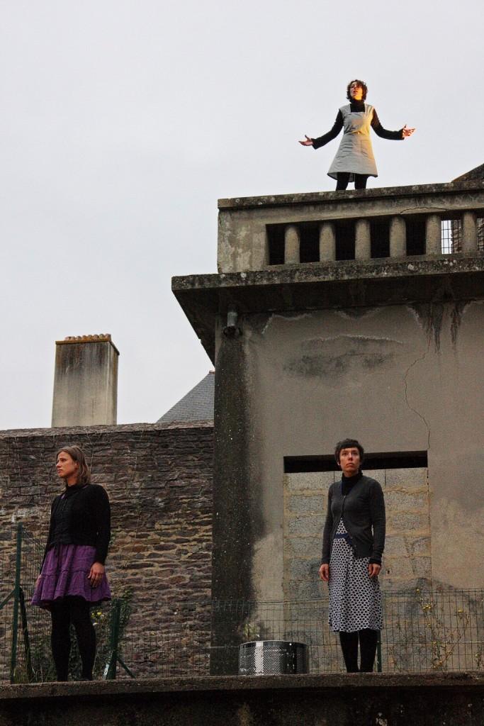 « Histoires de femmes et de lessives », texte et mise en scène de Marine Bachelot. Rennes, parc de Saint-Cyr © Caroline Amblain