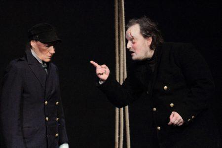 Achat (François Louis) et Starbuck (Ariane Lacement) dans « Moby Dick» mis en scène par Chantal Melior © DR