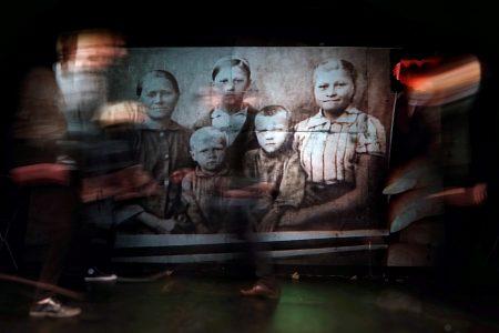 « Je n'ai pas encore commencé de vivre », par le Théâtre KnAM © Alexey Blazhin