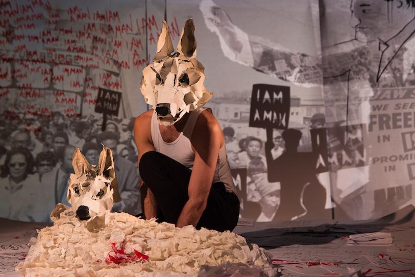 «White Dog » –Mise en scène de Camille Trouvé © Vincent Muteau