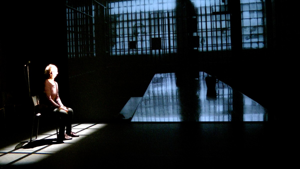 « Too Much Time – Women in Prison » de Jane Evelyn Atwood et Fatima Soualhia Manet © Fatima Soualhia Manet