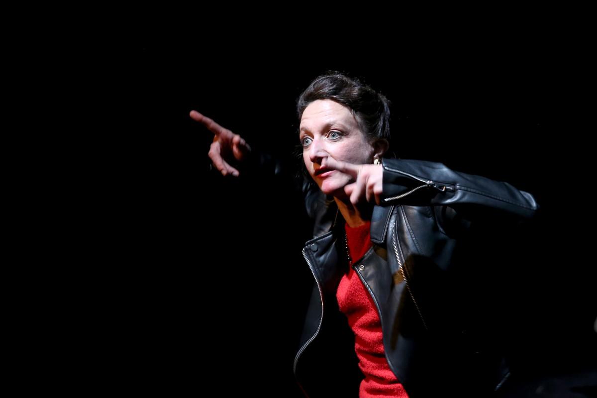 Marie Thomas dans « Ridiculum vitae » de Jacques Bonnaffé et Jean-Pierre Verheggen © Jean Barak