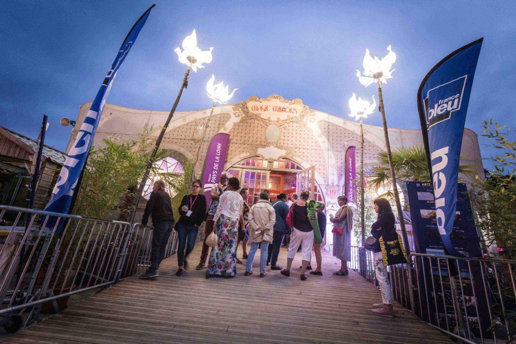 Chaînon-manquant-festival-Laval-Magic-Mirror