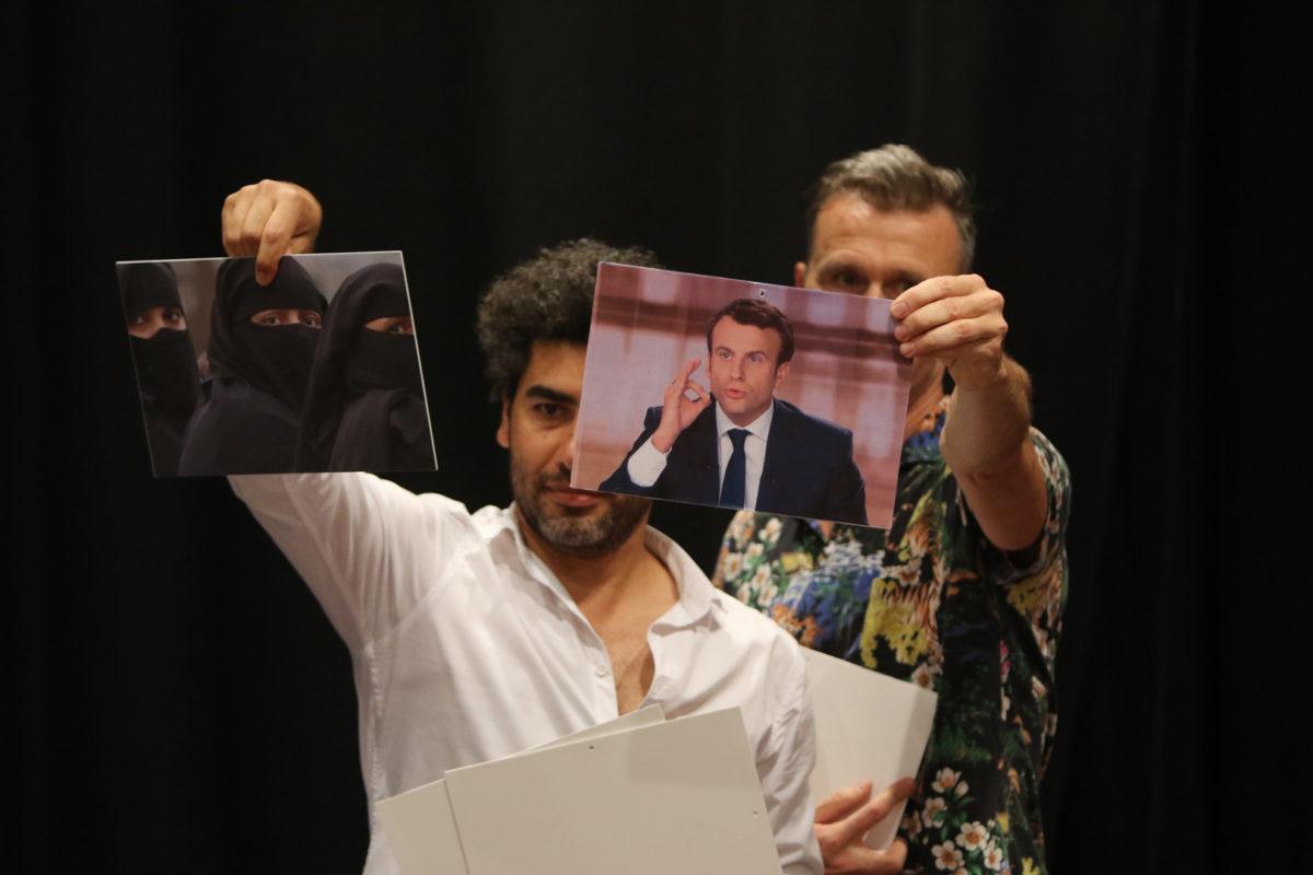 « Still In Paradise » de et avec Yan Duyvendak et Omar Ghayatt © Agnès Mellon