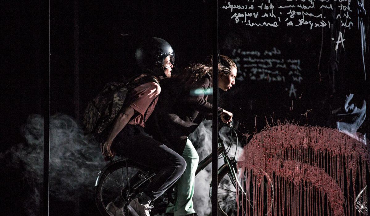 atomic-man-chant-damour-Lucie-Rébéré-Julie-Rossello-Rochet-théatre-en-mai-tdb-dijon © jean-louis-fernandez