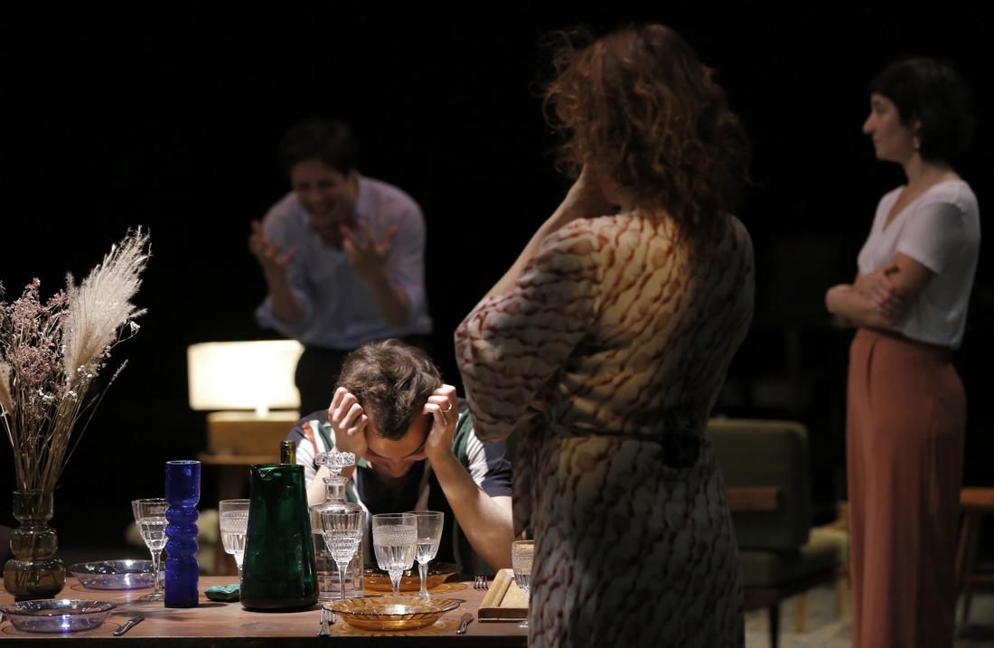 Absence de père-Platonov-Tchekhov-Lorraine-de-Sagazan  © Pascal Victor