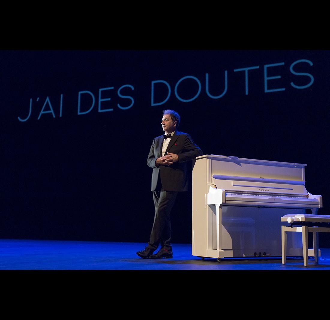 J-ai-des-doutes-François-Morel-Raymond-Devos © Manuelle-Toussaint