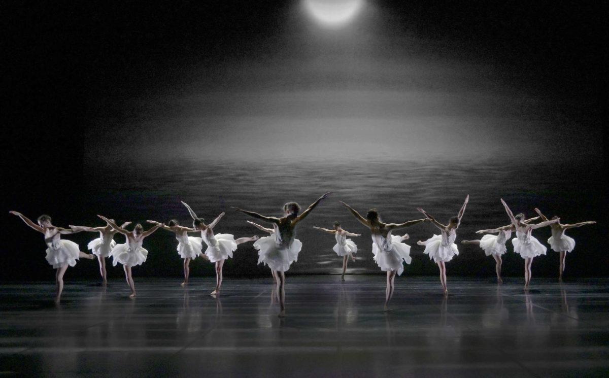 «Le Lac des cygnes» d'AngelinPreljocaj ©Jean-ClaudeCarbonne
