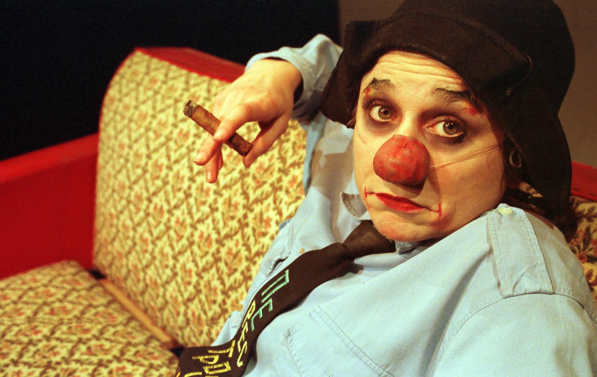 Emma la clown sous le divan de meriem menant th tre - Les trois coups au theatre ...