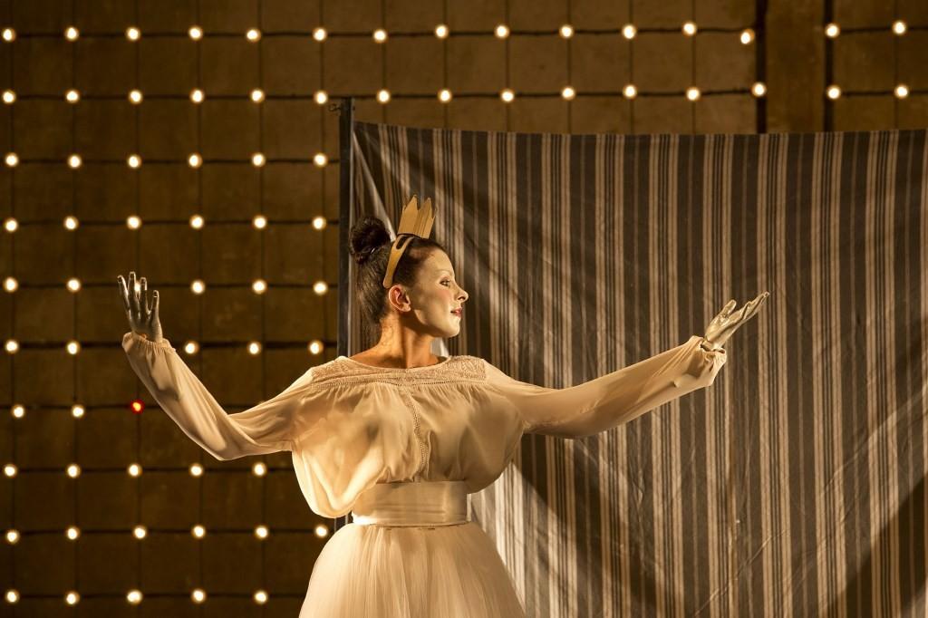 « la Jeune Fille, le Diable et le Moulin » © Christophe Raynaud de Lage / Festival d'Avignon