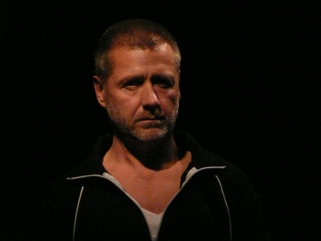 la Solitude d'un acteur de peep-show avant son entrée en scène © Joanna Van Mulder