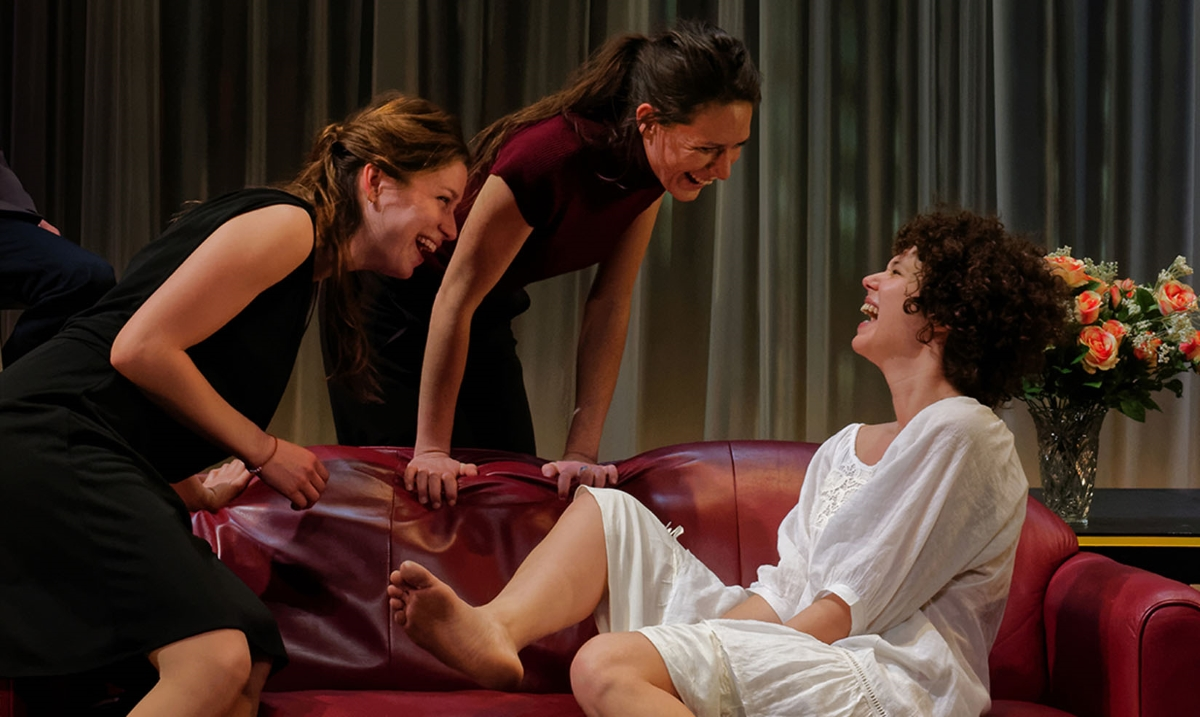 Les trois s urs d anton tchekhov th tre dijon - Les trois coups au theatre ...