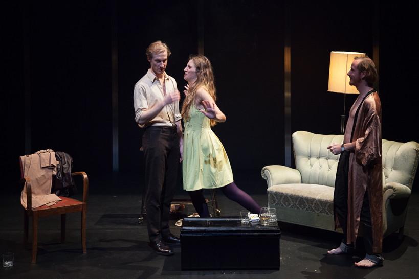 Love love love de mike bartlett th tre jean vilar - Les trois coups au theatre ...