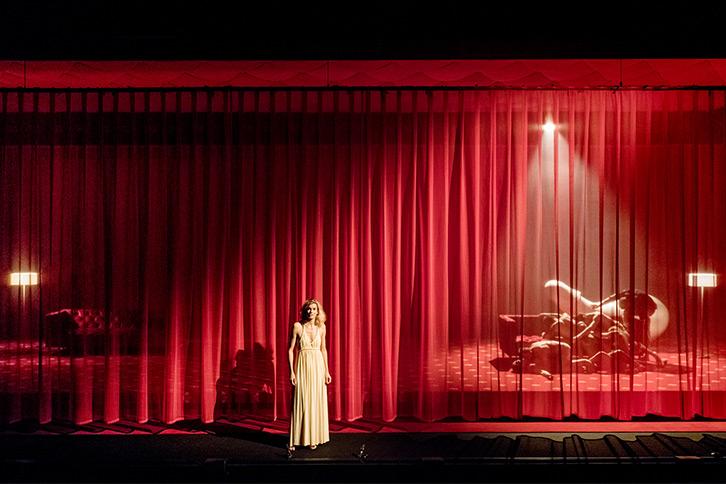 «La Dame aux camélias » d'après Alexandre Dumas Fils –mise en d'Arthur Nauzyciel © Philippe Chancel|